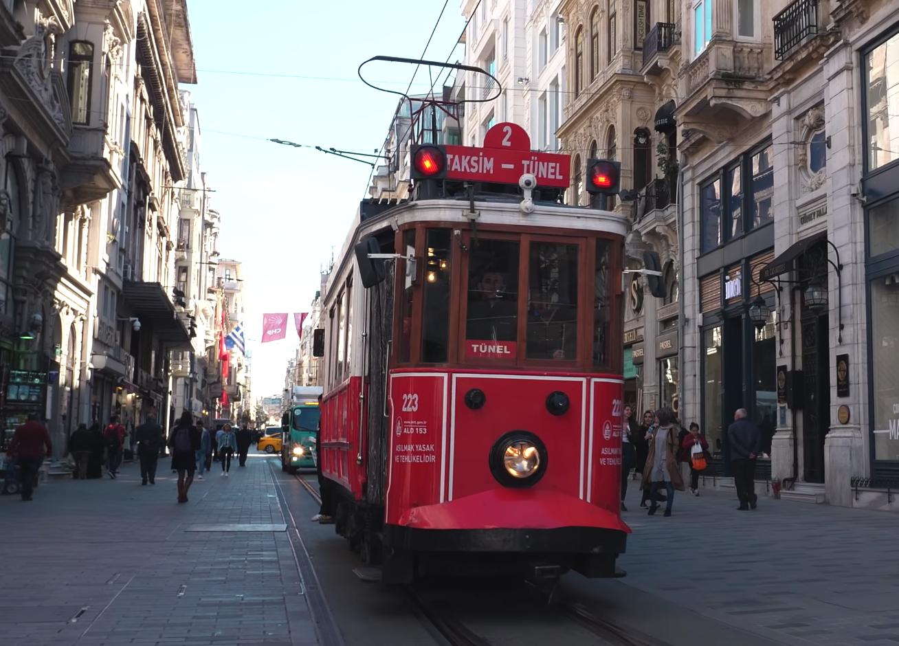 Прогулочный трамвай в Стамбуле