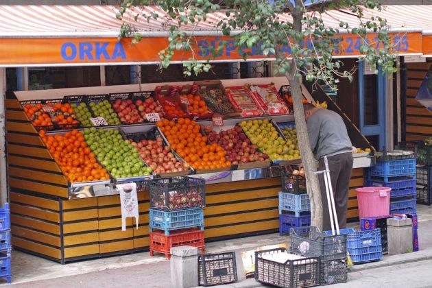 Фрукты в Стамбуле в августе