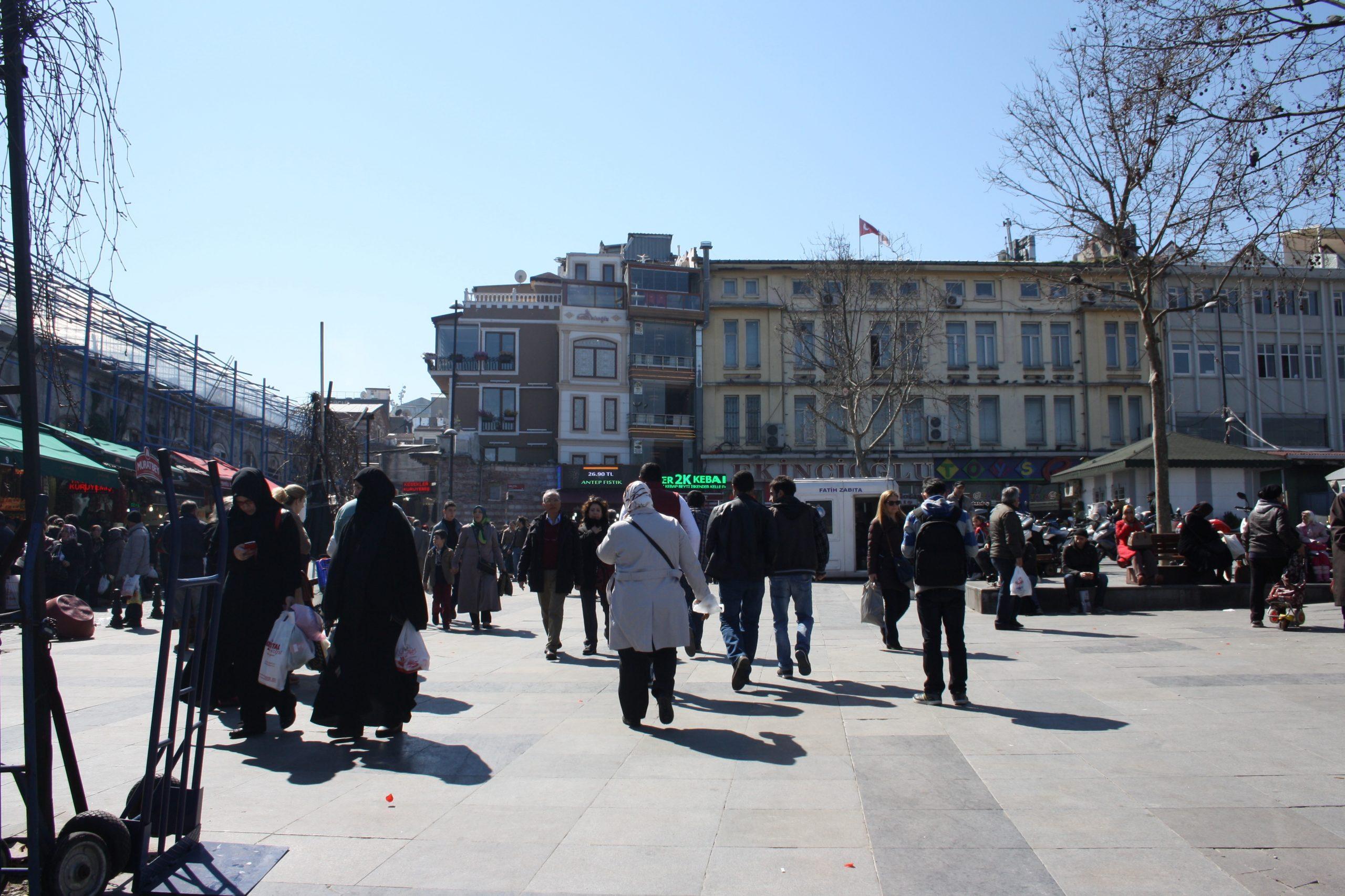 Какую одежду брать с собой в Стамбул в марте