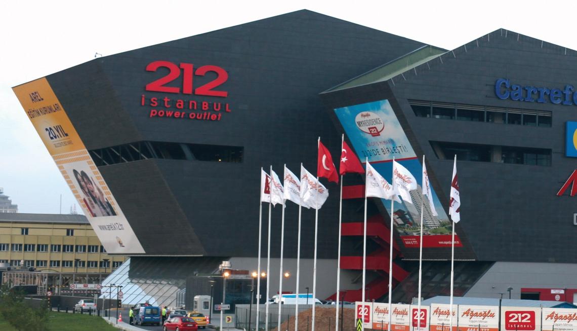 212 Istanbul Power Outlet в Стамбуле