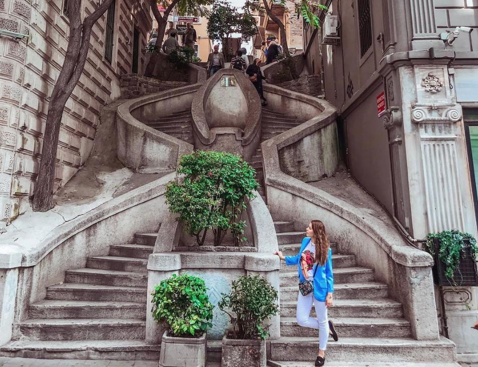 Лестница Камондо (KAMONDO STAIRS) в Стамбуле