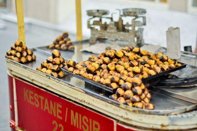 Кукуруза и жареные каштаны в Стамбуле