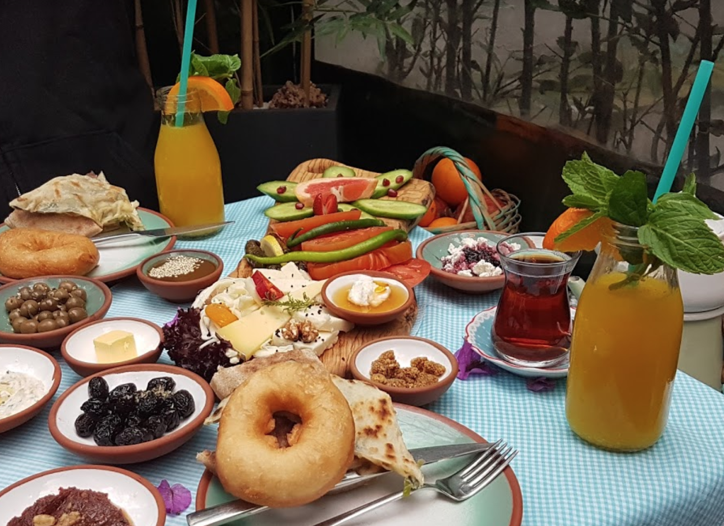 Ресторан Çeşme Bazlama Kahvaltı в Стамбуле