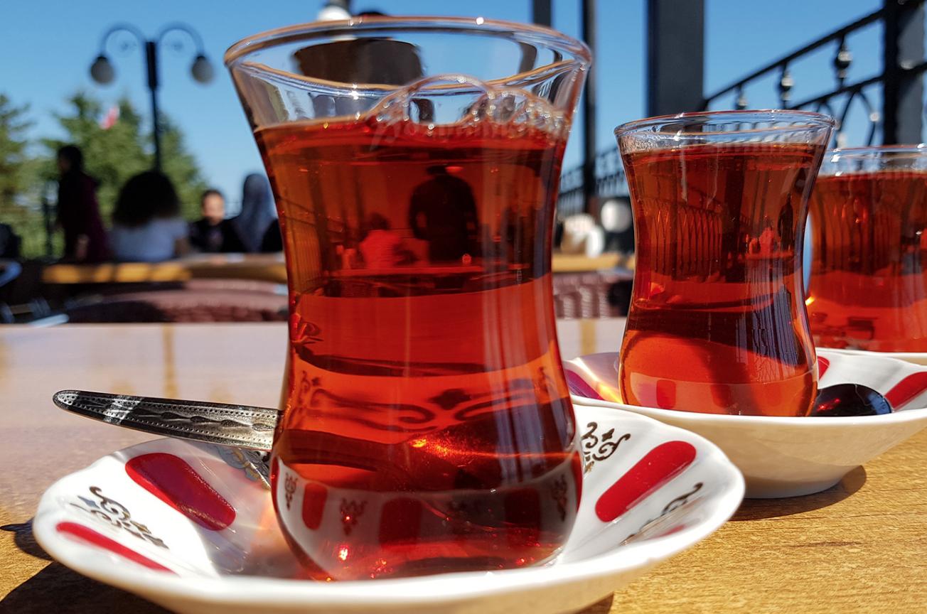 Турецкий чай (Çay) в Стамбуле