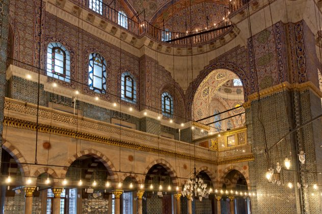 Новая мечеть в Стамбуле внутри