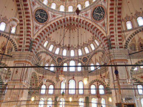 Мечеть Фатиха внутри фото