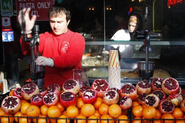 Свежевыжатый гранатовый сок в Стамбуле