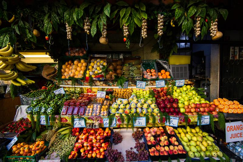 Свежие фрукты на улицах Стамбула