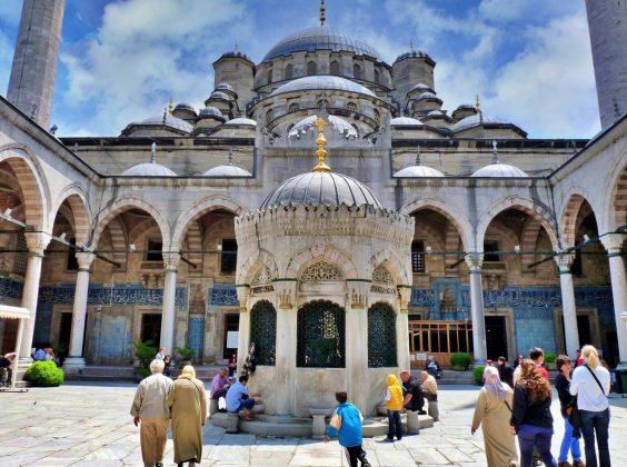 Новая мечеть (Мече́ть Валиде́ Султа́н)