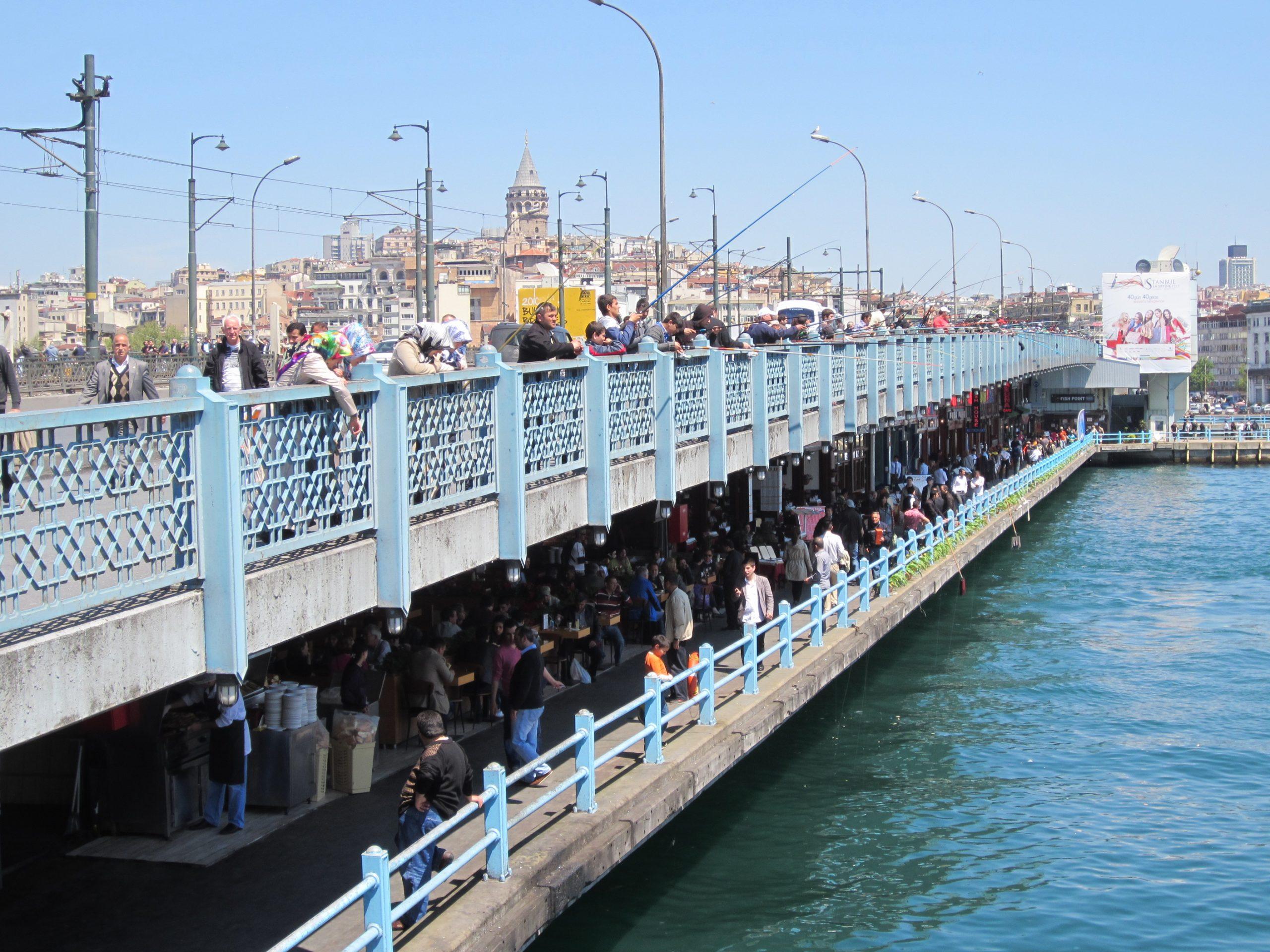 Прогулка по Галатскому мосту в Стамбуле