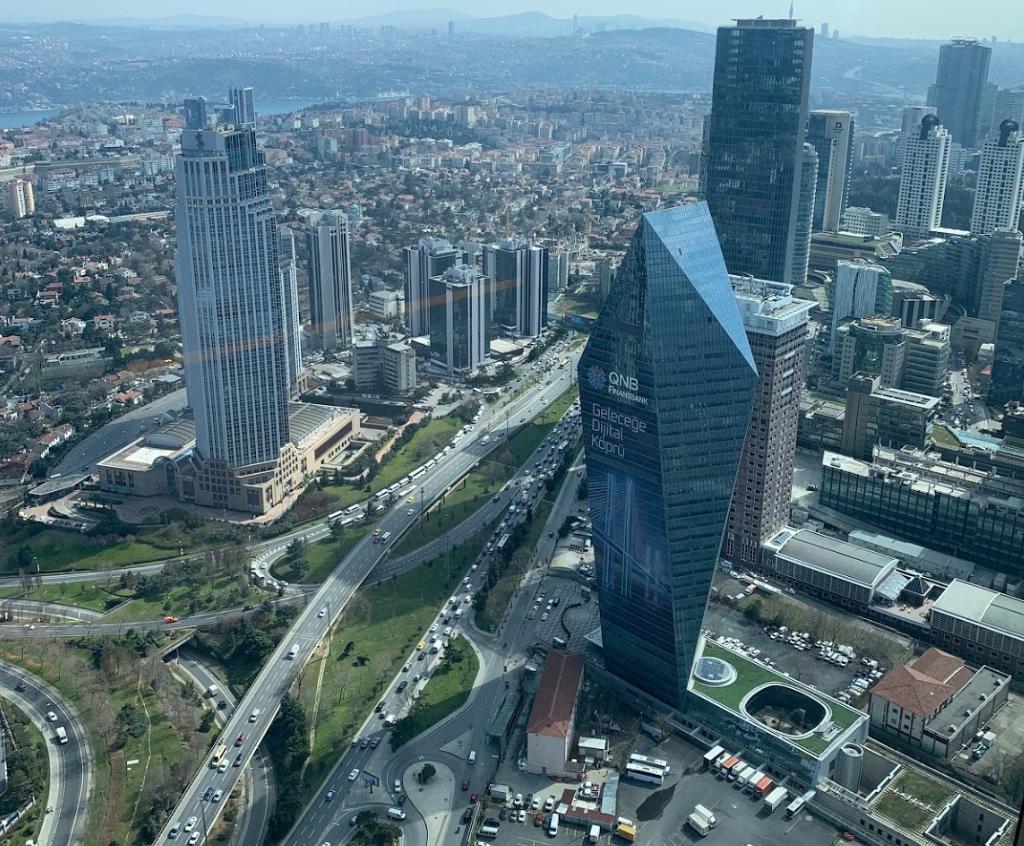 Смотровая площадка на небоскребе Сапфир в Стамбуле